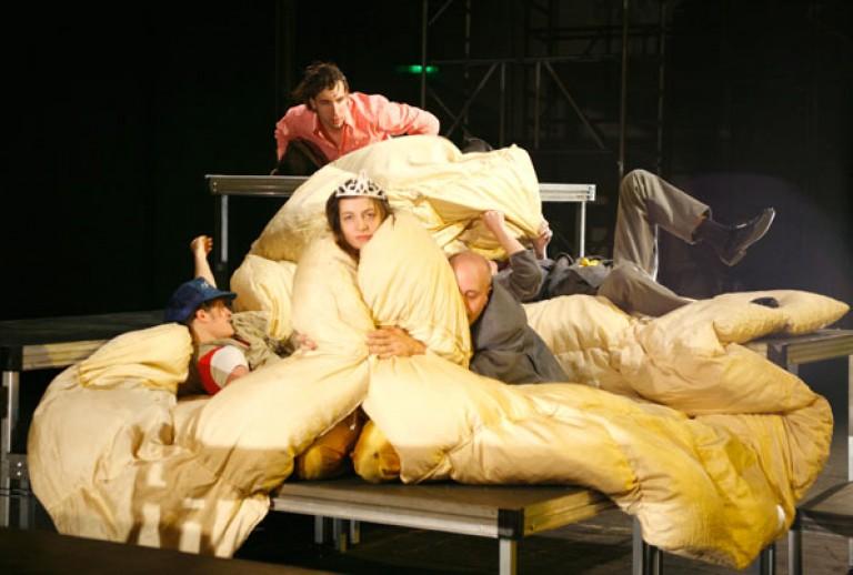 LANGENBACH/IBLHER/LÖSCH: PLUTOS (NACH ARISTOPHANES) 2006 Sophiensæle, Kampnagel, FFT, Theaterhaus Gessnerallee, Regie: Katja Langenbach
